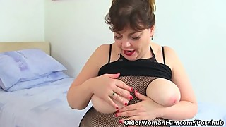 UK milf Vintage Fox has naughty things on her mind