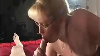 Retro MILF knows hot to BLOW!