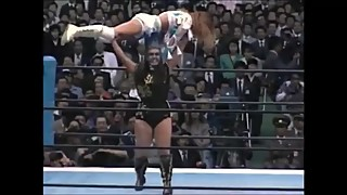 BULL NAKANO OVERHEAD LIFTS HER OPPONENT