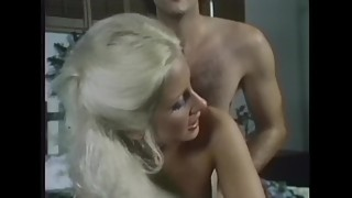Blonde Fucked On A Waterbed